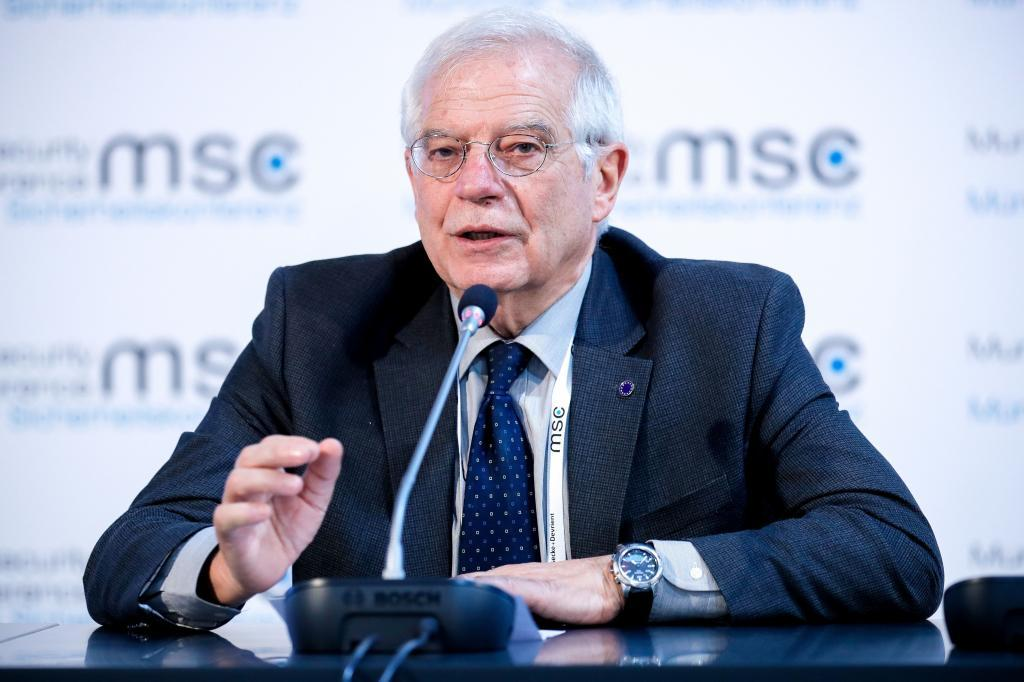 El ministro de Exteriores español,  Josep Borrell, interviene desde la Conferencia de Munich.