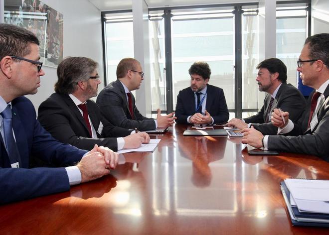 Adrián Ballester, Luis Barcala y Javier Sendra, ayer en bruselas.