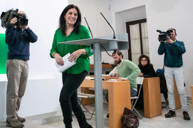 La portavoz del PSOE andaluz, Ángeles Férriz, durante la rueda de prensa celebrada este lunes en Sevilla.