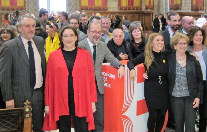 Ada Colau, Iolanda Batallé y el resto de organizadores del programa de Barcelona ciudad literaria