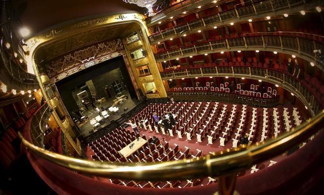 Escenario y patio de butacas del Teatro Español.