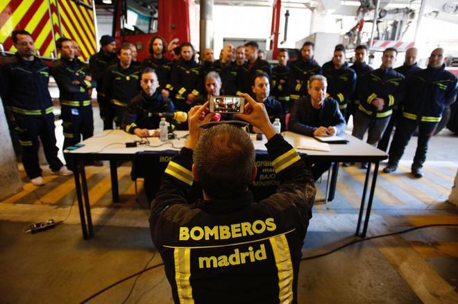 Los bomberos de Madrid en la rueda de prensa en la que anunciaron su dimisión.
