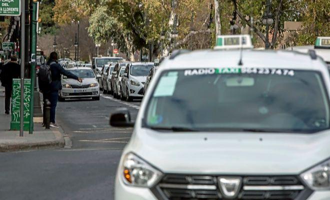 Protesta de taxis la semana pasada en el centro de Valencia.