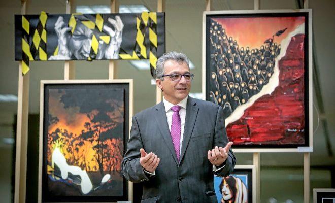 Álvaro Pascual-Leone, en Caxton College, que le invitó a su Forum de Innovación Educativa.