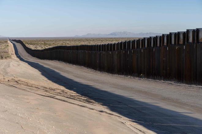 Foto de archivo del parte del muro que separa la frontera con México.