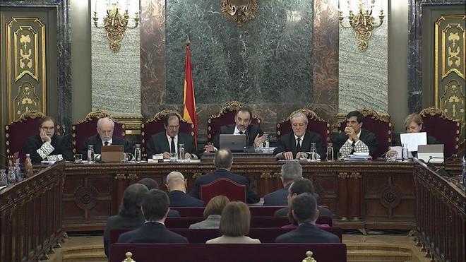 El tribunal del juicio del 1-O, durante la sesión de hoy, con la declaración de Jordi Turull.