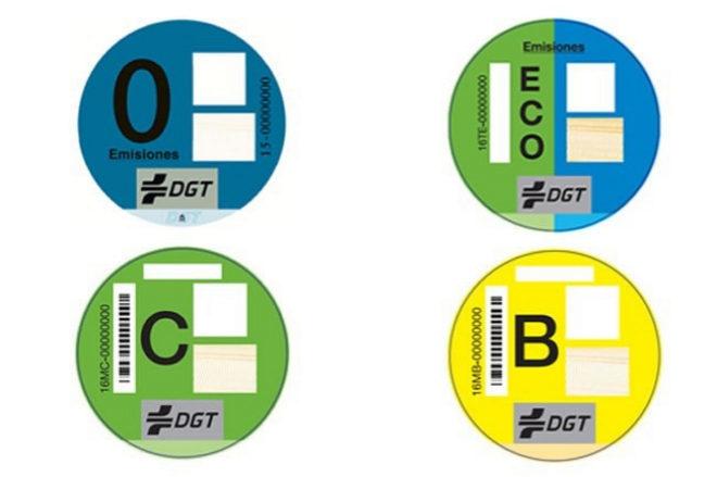 Las nuevas etiquetas de la DGT, en entredicho.