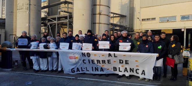 Protesta de los trabajadores ante la planta