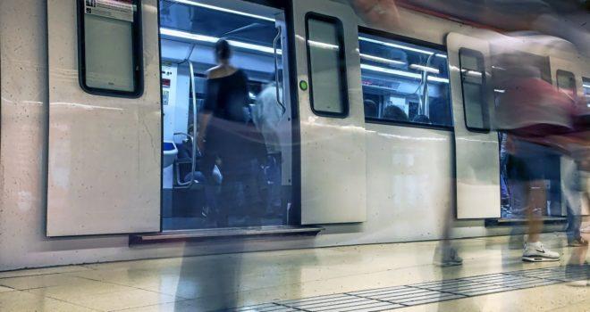 Andén de una estación de metro de Barcelona