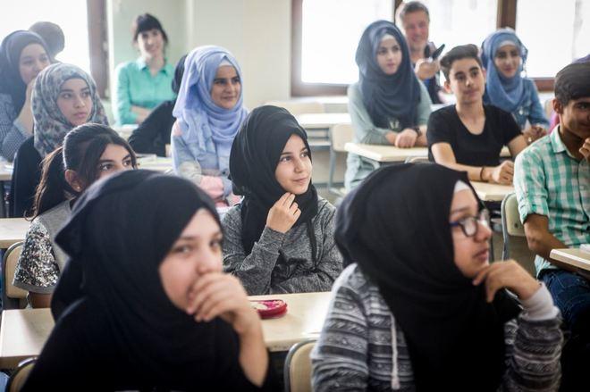 Alumnos del centro de educación pública de Halilye