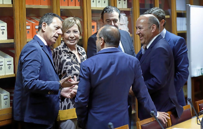 Miembros de la comisión de seguimiento del Pacto de Toledo, el pasado junio.