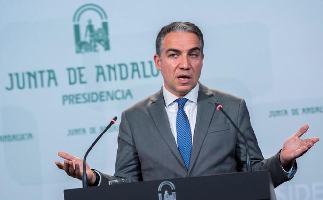 El consejero y portavoz de la Junta, Elías Bendodo, este martes en rueda de prensa.