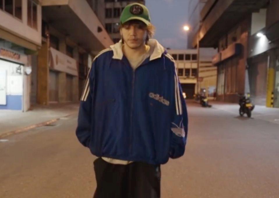 Paulo Londra se define a sí mismo en el videoclip de Forever Alone