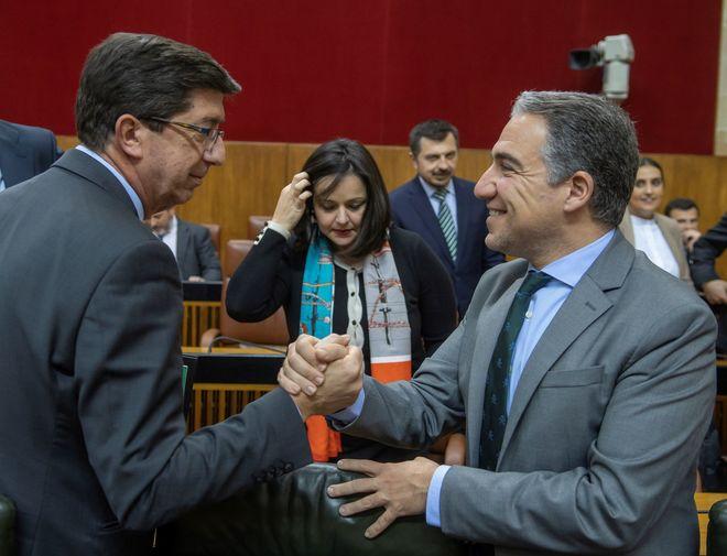 Juan Marín y Elías Bendodo, este miércoles en el salón de plenos del Parlamento andaluz.