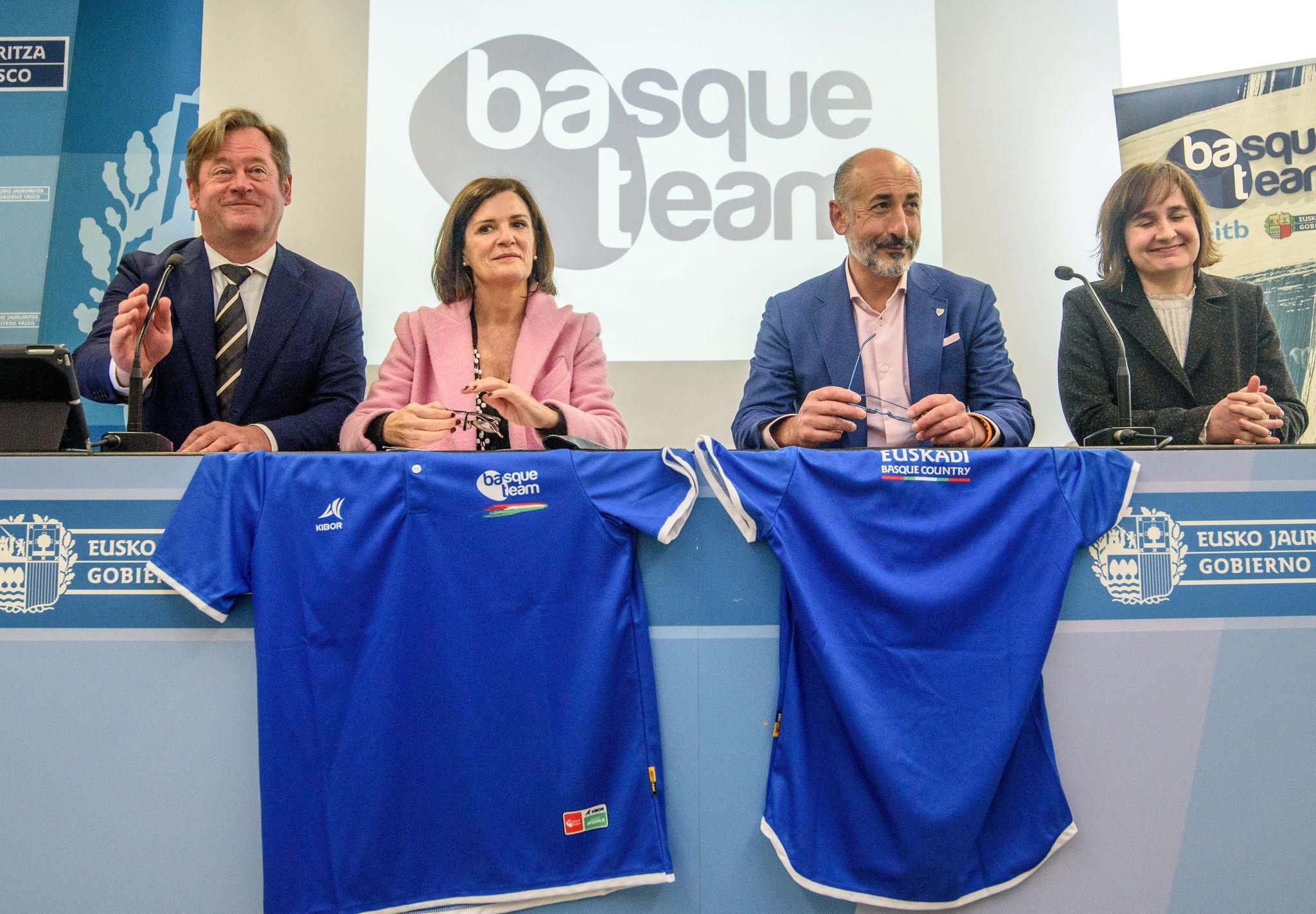 Zupiria y los presidentes del Eibar y el Athletic y la coordinadora del Basque Team.