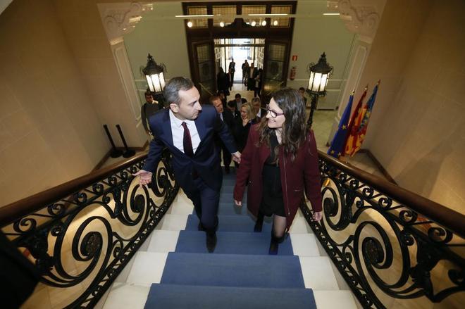 El presidente de la Diputación d e Alicante, César Sánchez, y Mónica Oltra, en un encuentro bilateral.