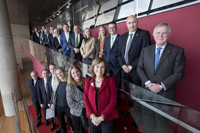 Varios miembros de la candidatura con Crous y Torres durante el acto de presentación en el CCCB, en Barcelona.