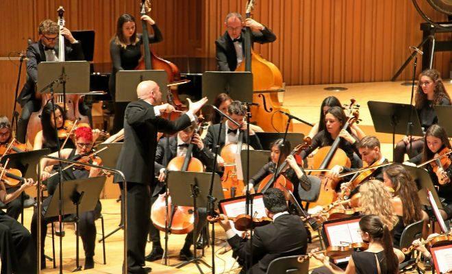 L'Orquestra Simfònica de la Societat Musical La Primitiva de Rafelbunyol, dirigida per Pablo Marqués.