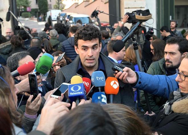 Miguel Ángel Hurtado se dirige a los medios tras la reunión entre víctimas de abusos sexuales de miembros del clero y la Iglesia católica.