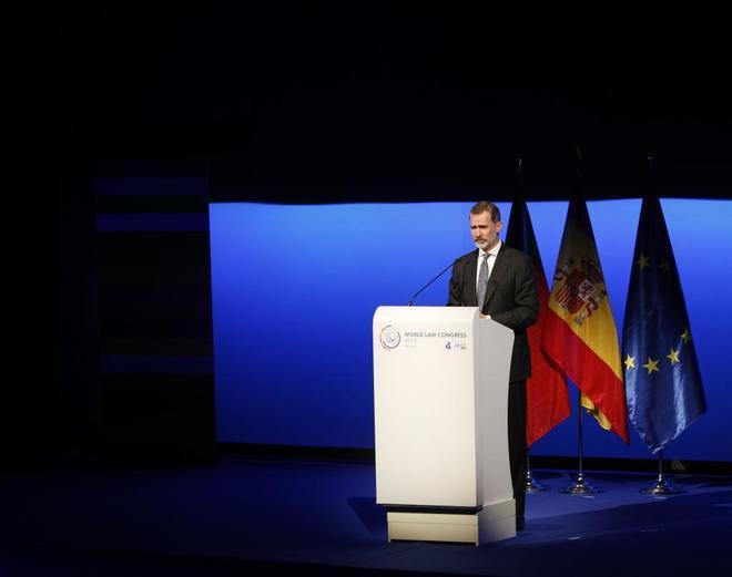 Felipe VI, ayer, durante su discurso en el World Law Congress,...
