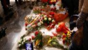 La tumba de Francisco Franco en el Valle de los Caídos, rodeada de...