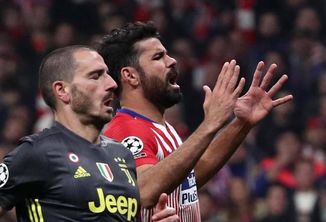 Diego Costa se lamenta tras una ocasión perdida.