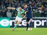 Scott Brown (i) del Celtic disputa un balón ante Denis Cheryshev (d)...