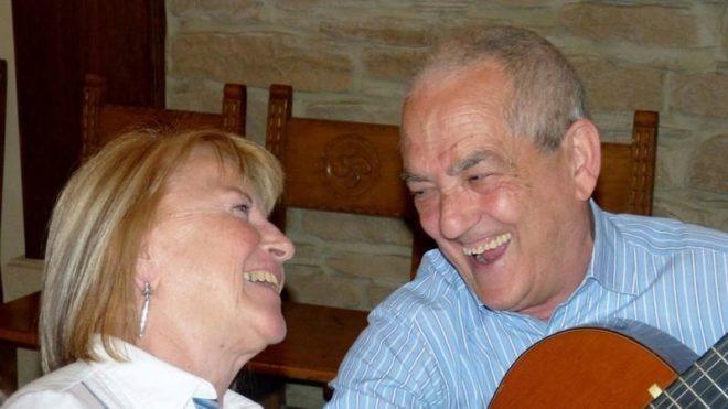 Maribel, junto a su esposo, en una imagen familiar.