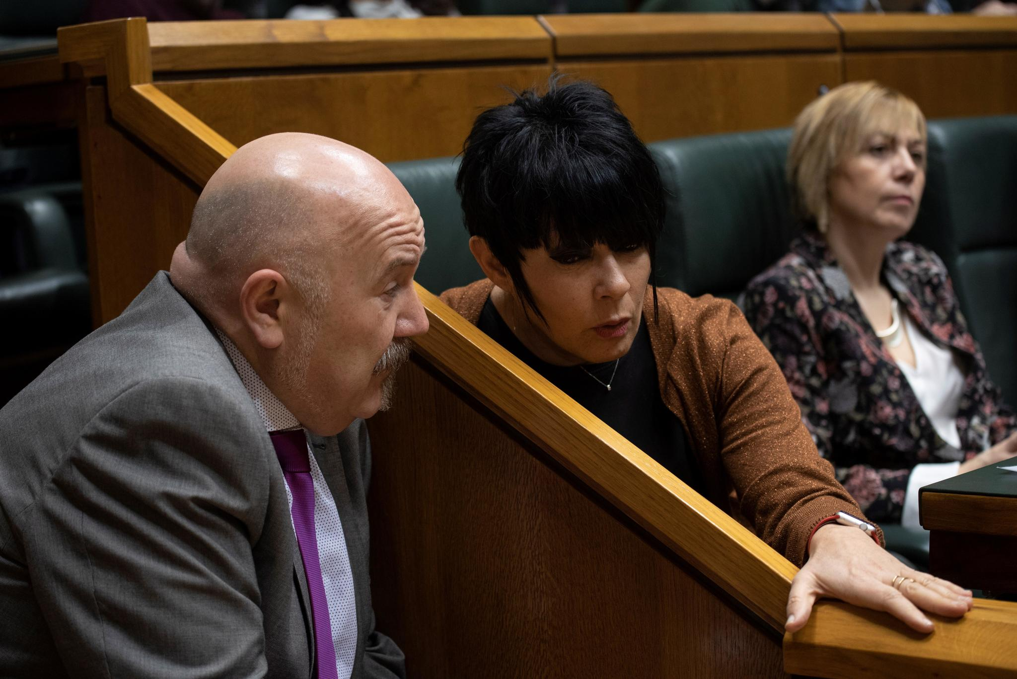 Iturrate conversa con Iriarte, hoy en el Parlamento Vasco.