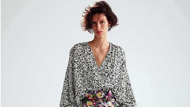 dc200f68b0 La falda de Zara combina con absolutamente todo. Fotos  ZARA