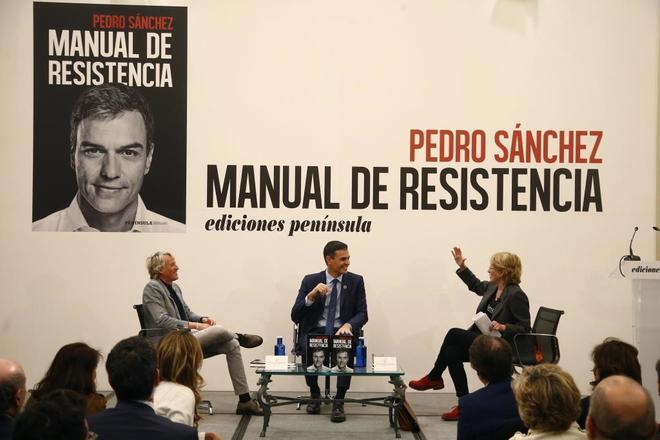 Pedro Sánchez, entrevistado por Mercedes Milá y Jesús Calleja, en la presentación de su libro.