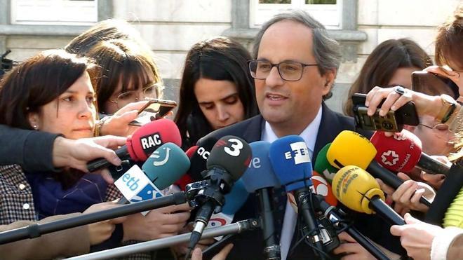 El presidente de la Generalitat, Quim <HIT>Torra</HIT> (c), atiende a los medios