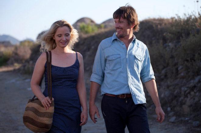 Julie Delpy y Ethan Hawke, en un fotograma de la película 'Antes de anochecer' (2013).