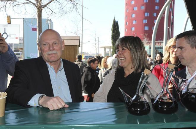 El CEO de GSMA , John Hoffman, y la alcaldesa de L'Hospitalet, Núria Marín