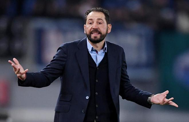 Pablo Machín da instrucciones a sus jugadores ante la Lazio.