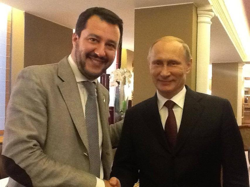 El ministro de Interior italiano, Matteo Salvini, y el presidente ruso, Vladimir Putin, en una foto compartida en Facebook por Salvini.