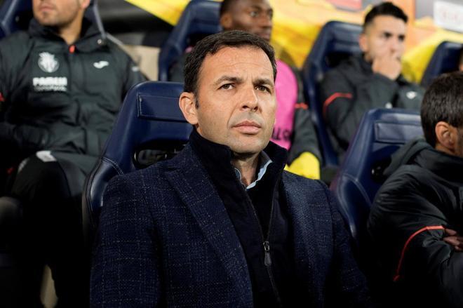 Javier Calleja, en el banquillo del Villarreal.