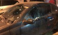 Estado en que quedó uno de los coches tras el asalto