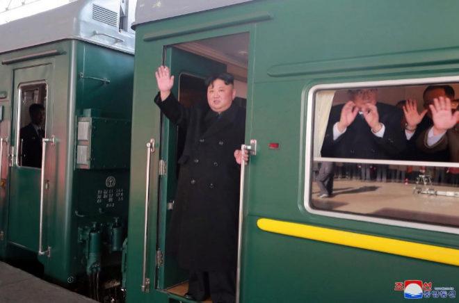 El líder de Corea del Norte Kim Jong Un abandona la estación de Pyongyang rumbo a Hanoi (Vietnam) para su segunda cumbre con Donald Trump.