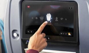 Denuncian que varias aerolíneas incluyen cámaras en sus pantallas de a bordo