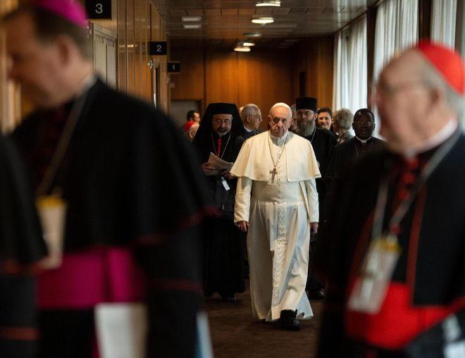 El Papa Francisco, dirigiéndose a una reunión durante la cumbre sobre abusos a menores.