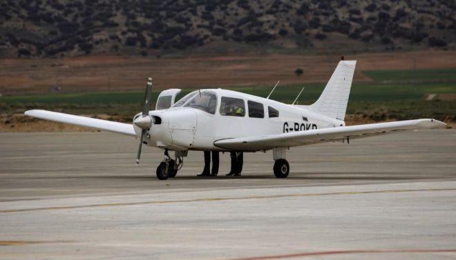 Fotografía de archivo de una avioneta.