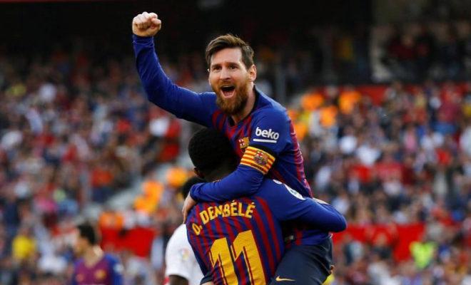 Leo Messi celebra con Dembélé su segundo gol al Sevilla en el Pizjuán.