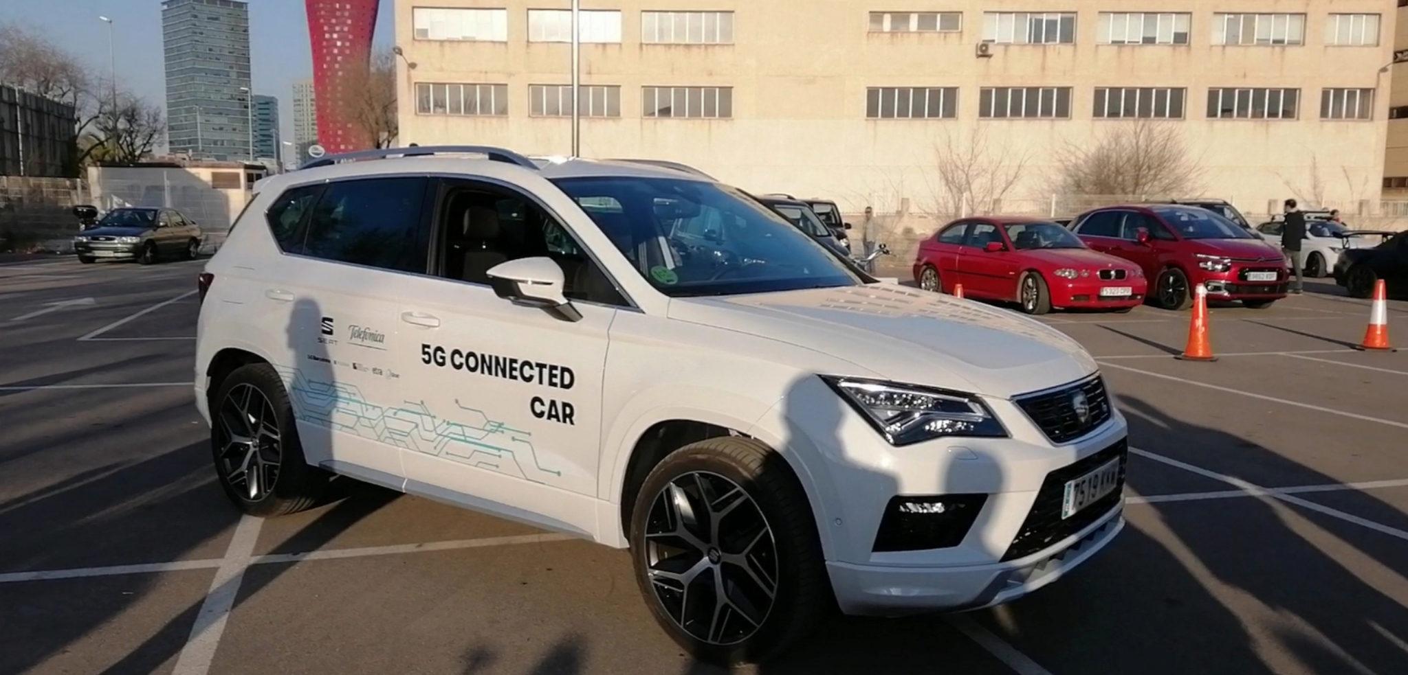 Seat Ateca piloto de coche conectacto en L'Hospitalet de Llobregat.