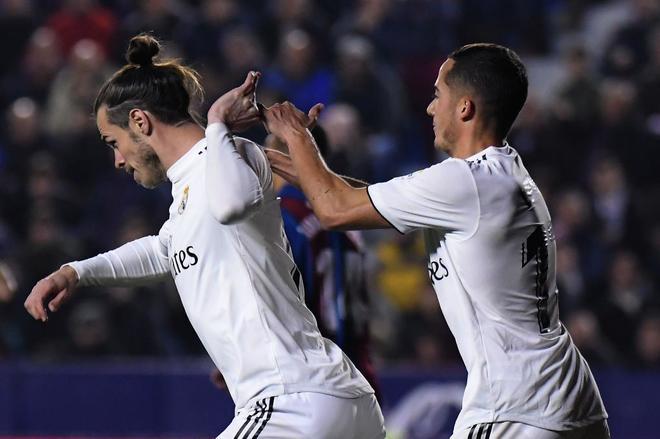 Bale, con Lucas Vázquez, en la acción de la polémica.