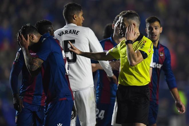 Iglesias Villanueva, durante el partido entre el Levante y el Real Madrid.