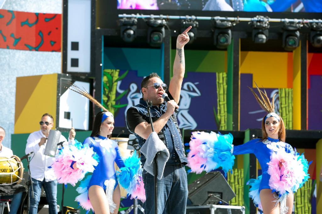"""El cantante puertorriqueño Manny Manuel ha sido """"desalojado del escenario"""" del Carnaval de Las Palmas."""