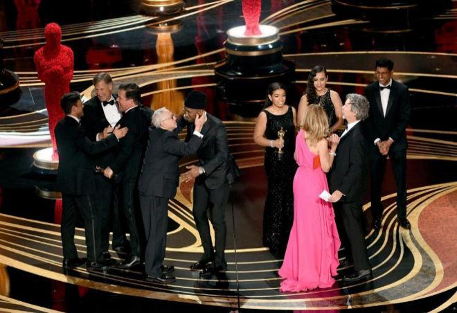 El equipo de 'Green Book' celebra el Oscar a la mejor película.