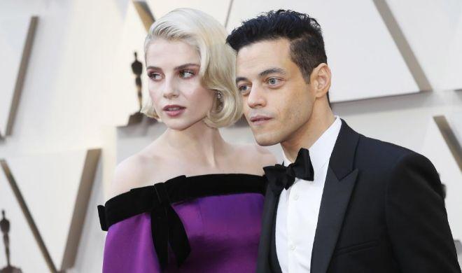 Malek y su novia, Lucy Boynton, pareja también en la película