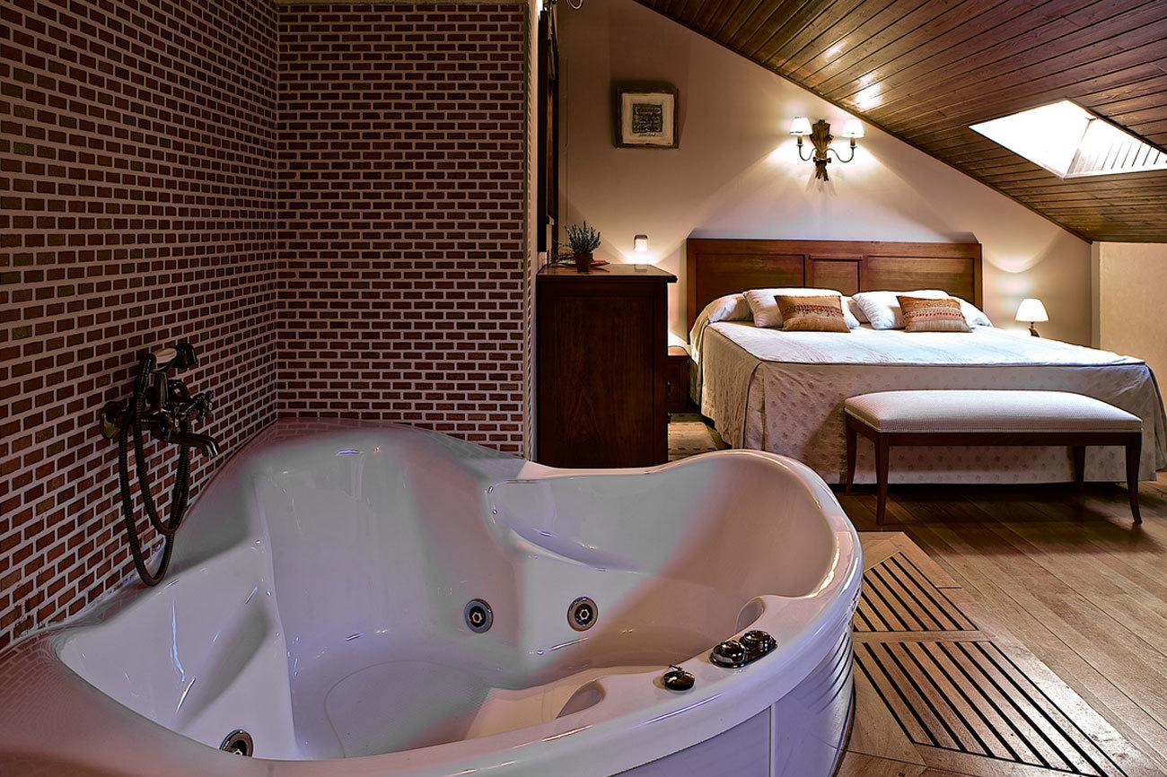 Situado en Nava del Barco, este hotel se ha levantado sobre un antiguo...